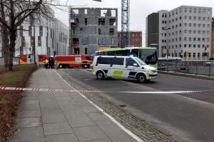 Bus rammer mand i Odense