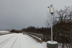 27. februar 2018. Videokameraer sat op ved motorvejsbro ved Skallebølle. Foto: Ole Holbech
