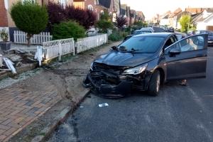 15. maj 2018: Da en patrulje tidligt tirsdag morgen ville stoppe en personbil i Odense, stak den af. Flere patruljer måtte sætte efter bilen, som endte med at køre galt. på Henriettevej