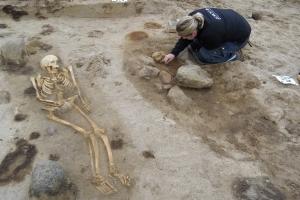 Otte velbevarede skeletter udgravet ved gravhøj