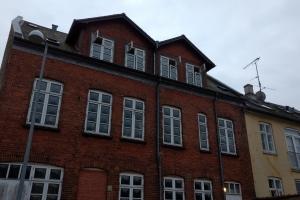 21. februar 2018. To personer er sendt på Svendborg Sygehus efter en brand i en etageejendom i Bagergade i Svendborg. Foto: Ole Holbech