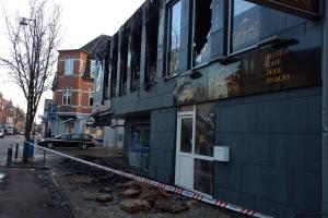 23. februar 2018: En café på Skibhusvej i Odense er nedbrændt natten til fredag, oplyser Fyns Politi. Rema 1000 i stueetagen ramt af vandskade. Foto: Ole Holbech