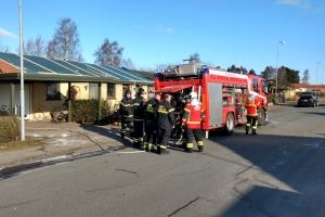17. marts 2018: Lørdag morgen måtte brandfolk efterslukke brand på Juvelvej i Tarup. Foto: Ole Holbech
