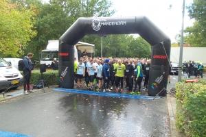 8. oktober 2016: Godt 600 mænd blev sendt ud på et ekstemt løb i den sydlige Odense. En løb der bød på mudder, krat og en container fyldt med iskoldt vand.  Foto: Ole Holbech