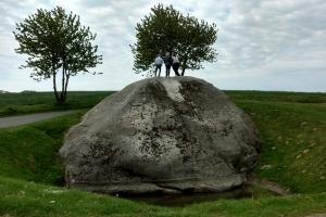 16. maj 2018: Damestenen (Dammestenen eller Hesselagerstenen) er Danmarks største sten. Den ligger tæt ved den sydøstfynske landsby Hesselager.