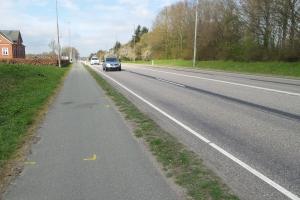 Motorcyklist rammer traktor-anhænger og mister liv(1)