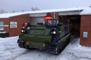 1. marts 2018: Snevejr på Langeland. Hjemmeværnet er klar med pansret mandskabsvogn, en PMV. Foto: Ole Holbech